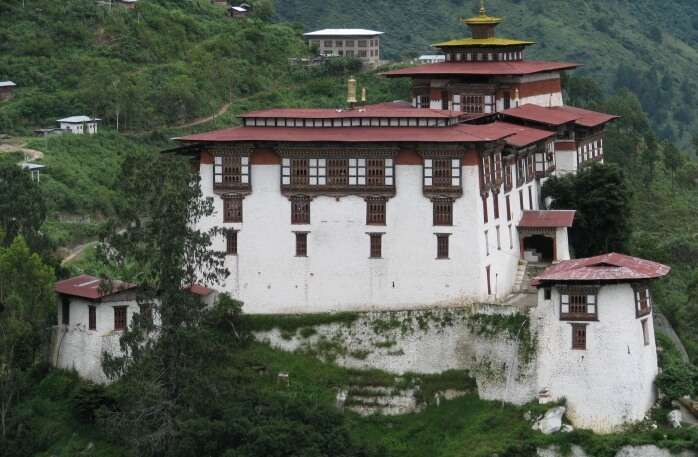 Lhuntse Dzong