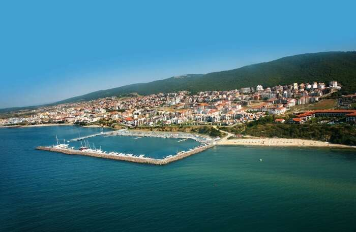 Marina Dinevi Beach
