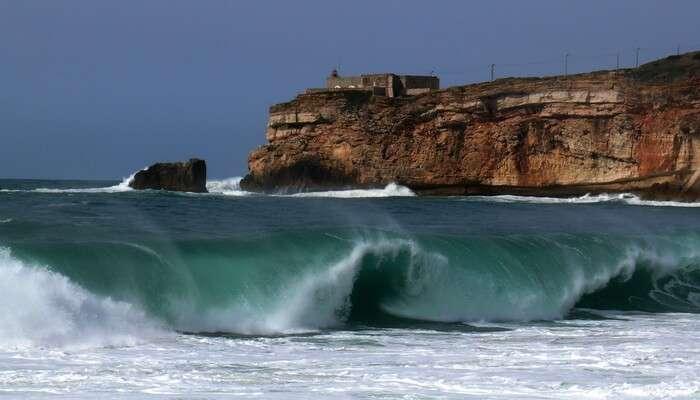 Surf 100 Feet High Waves