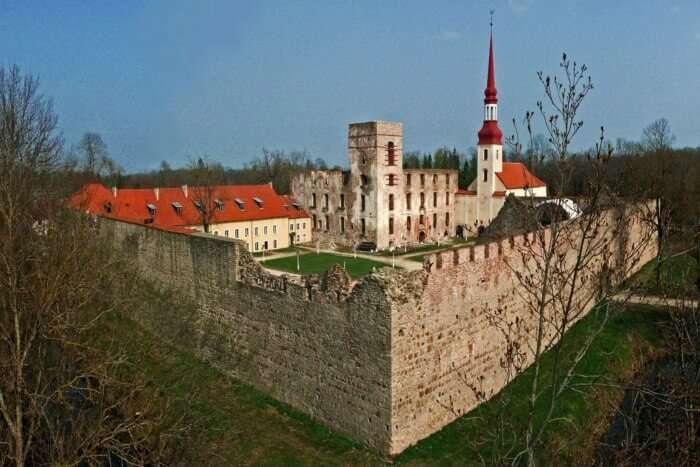Poltsamaa Castle