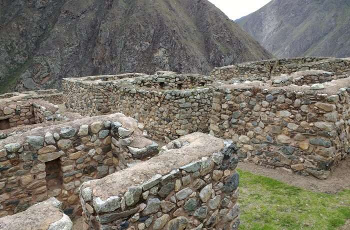 Reach the ruins of Llullucharoc