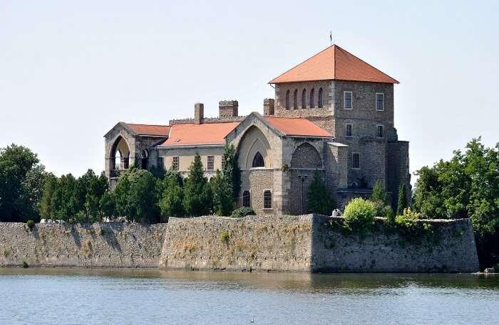 Tatai Var Castle