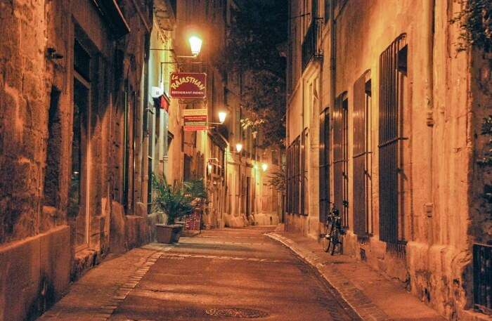 alleys and streets View