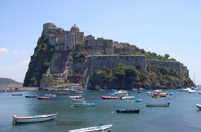 Villa by the Aragonese Castle