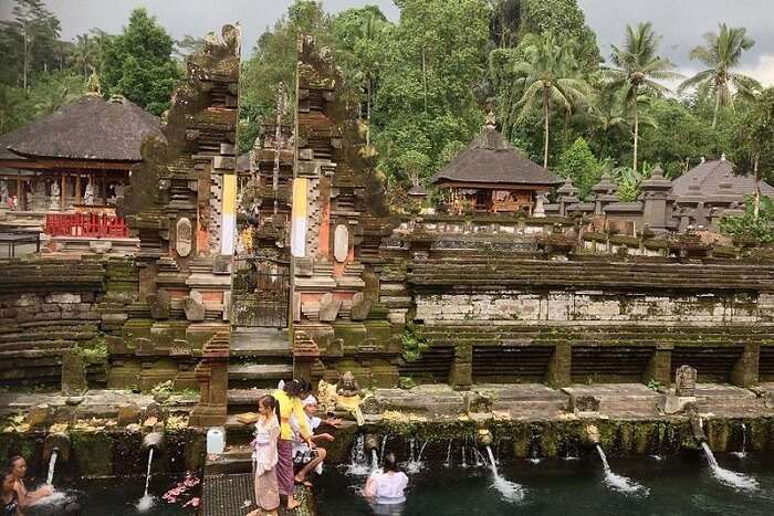 Pura_Tirta_Empul,_Bali