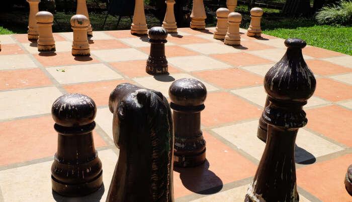 Giant Chessboard