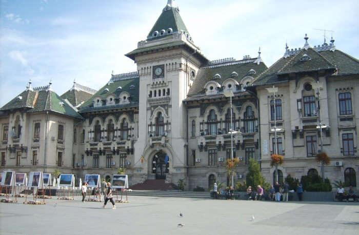 Go On Shopping At Prefecture Square Craiova