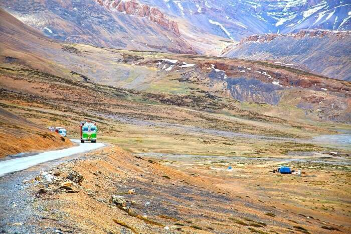 truck on leh road