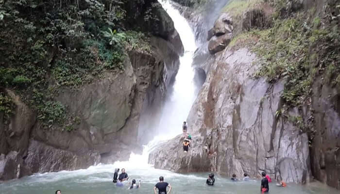 Sungai Chiling Waterfalls