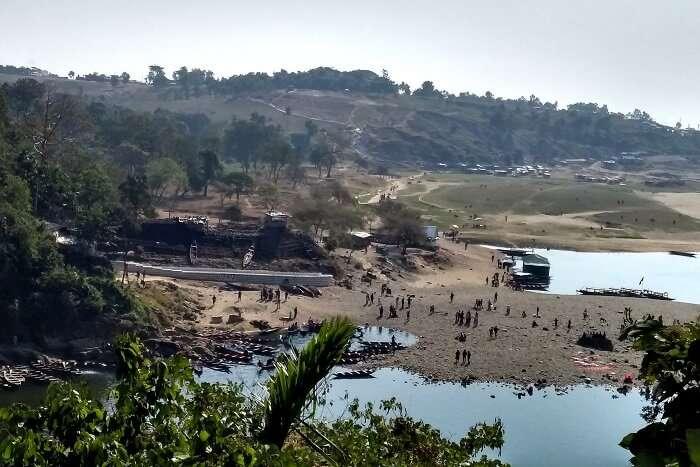 saw the Bangladesh border