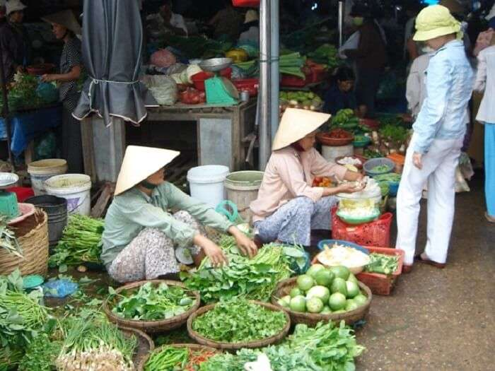 fruit sellers in hoi an