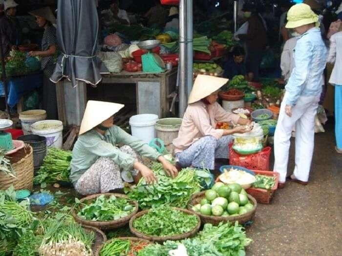 fruit sellers in hoi an