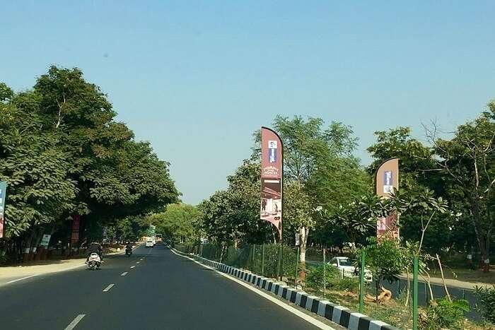 road in gandhinagar