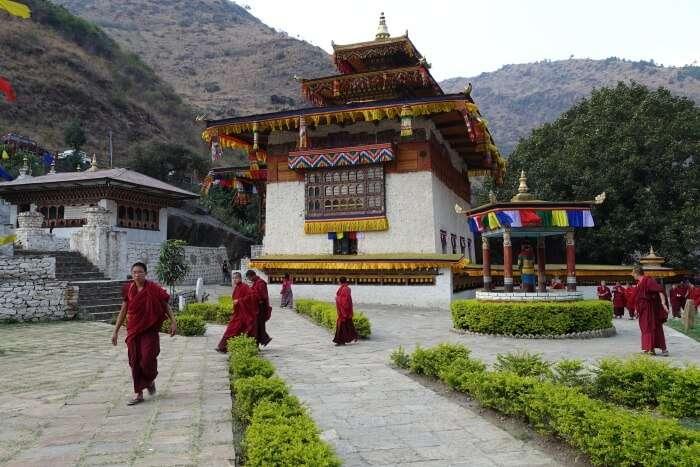 Gom Kora Tempel, Mönche
