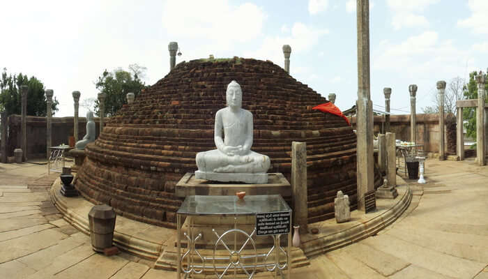 Soak in the serenity at Girihadu Seya