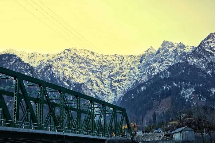 beautiful mountains of solang valley