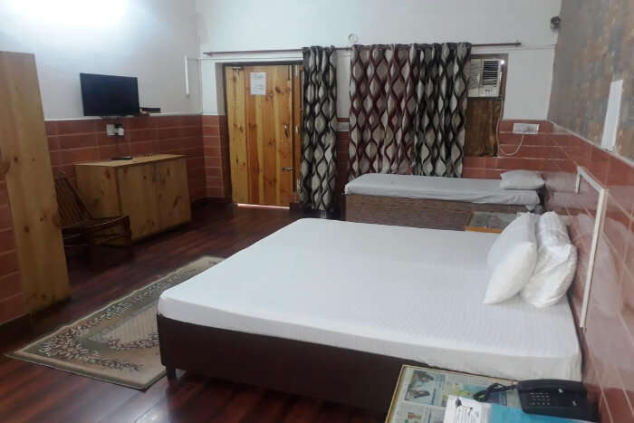 Saina Inn Youth Hostel