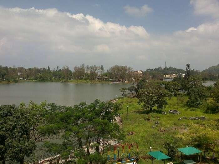 Lake in Saputara