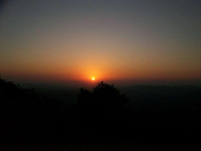 Watch sunrise in Saputara