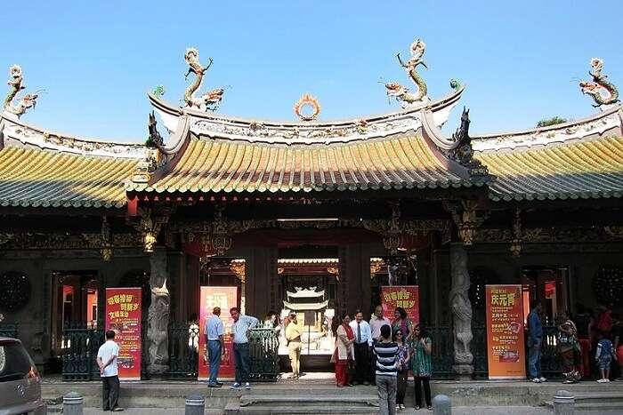 popular temple in Singapore