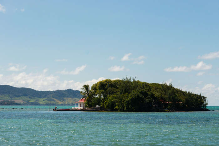 Mouchoir Rouge Island