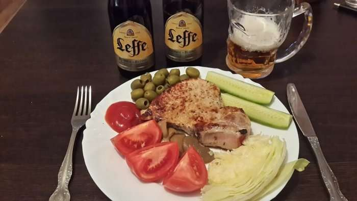 pork chieck and beer in leaf
