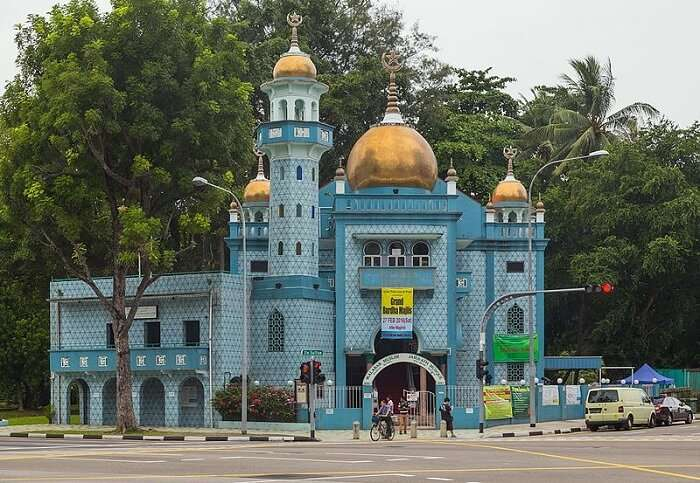 gorgeous mosque in kampong glam