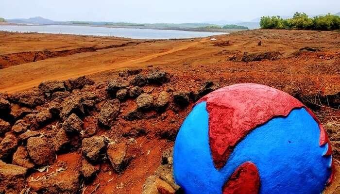Curdi blue and red globe