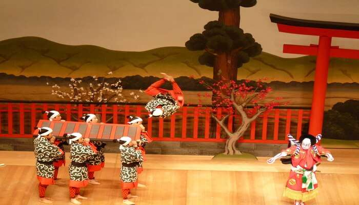 Witness The Spectacular Kabuki Dance