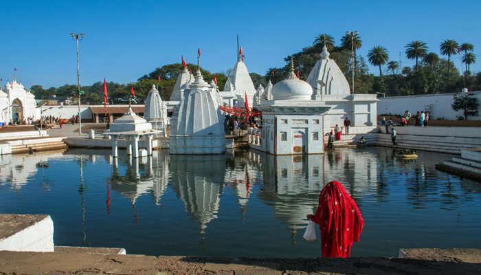 Narmada_Kund__Temples