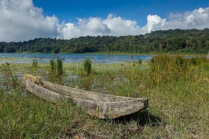 Tamblingan Lake in bali