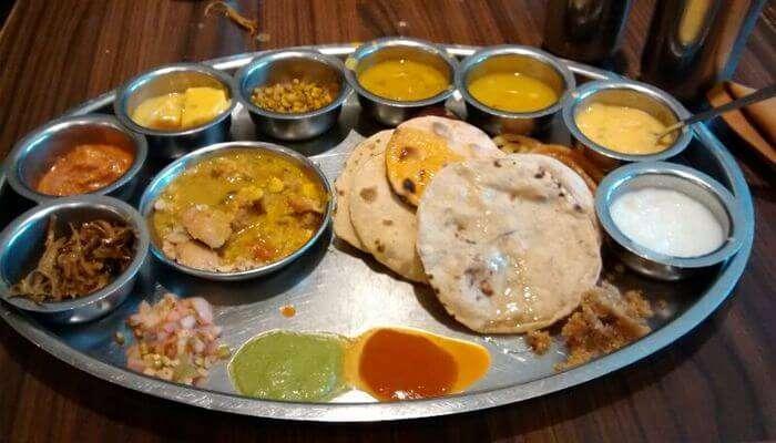 Taste_Gujarati_Thali