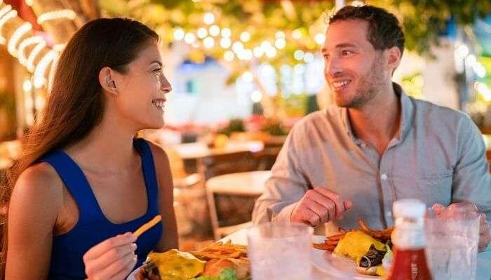 couple eat food restaurant USA america