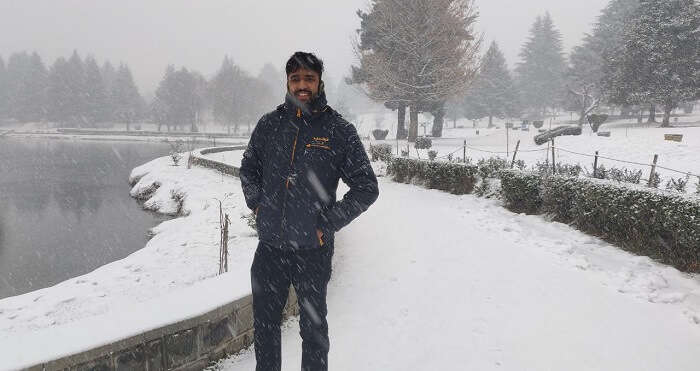 Witness Snowfall in Kashmir