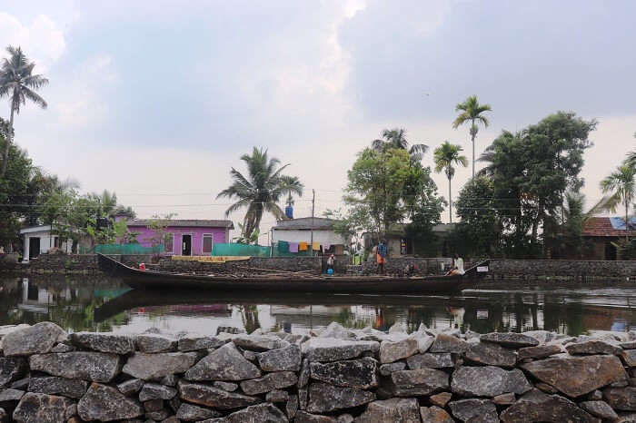 check-in the unique houseboats in Alleppey