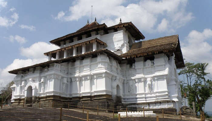 Lankathilaka Vihara in Sri Lanka