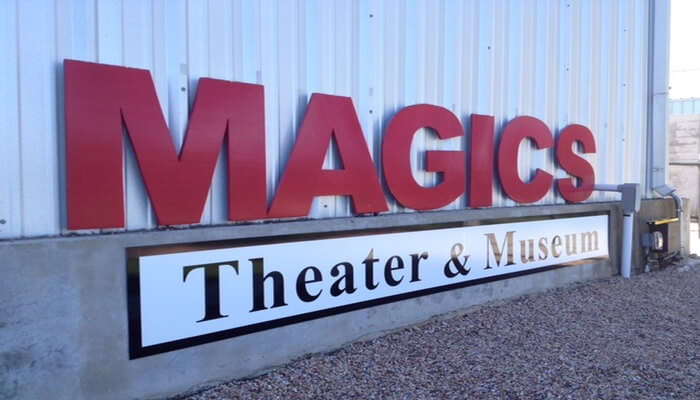 Magic's Theater - Witness The Magic Show