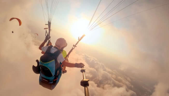 Paragliding in Apache Maid