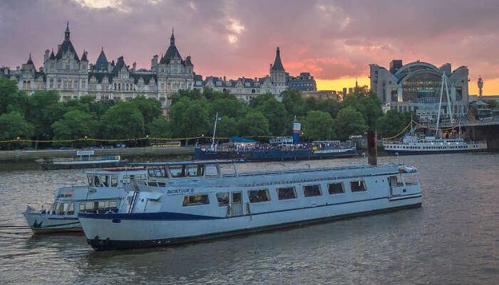 _The London Showboat Dinner