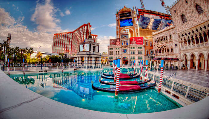 Visit_Resorts_And_Hotels_In_The_Strip_