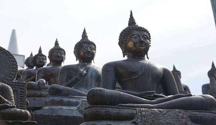 visit Gangaramaya Temple: Marvel at the architecture