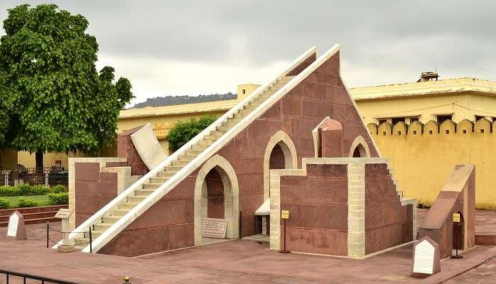 laghu samraat yantr in Jantar Mantar