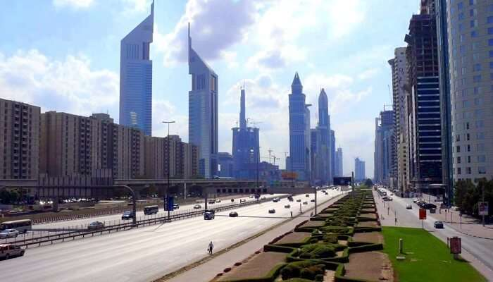 Sheikh_Zayed_Road_on_28_December_2007