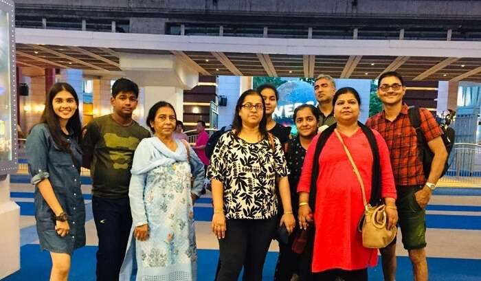 enjoying with family the Singapore trip