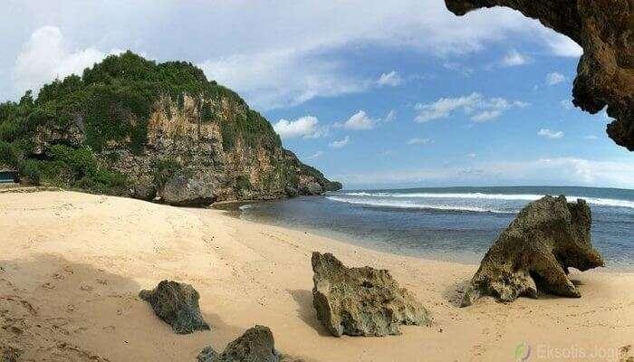 Ngrumput_Beach