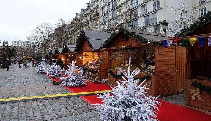 Notre Dame Christmas Market