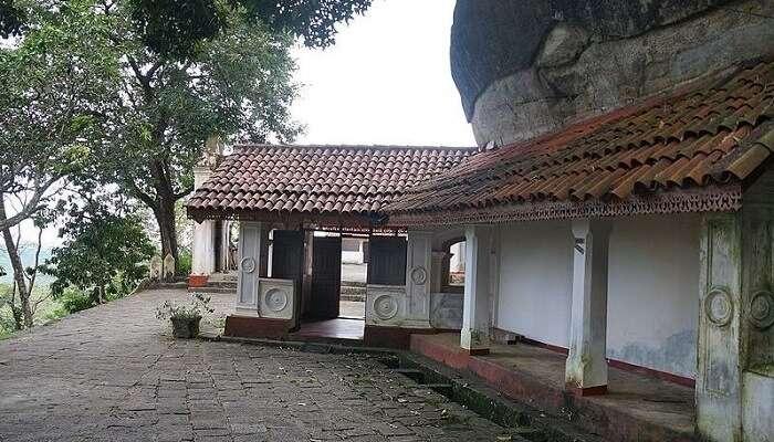 Mulkirigala_Rock_Temple