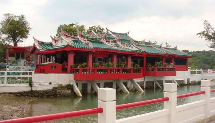 Visit The Kusu Island Chinese Temple