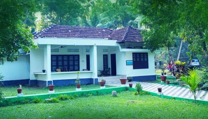 Aqualillies Water Front Heritage Homestay