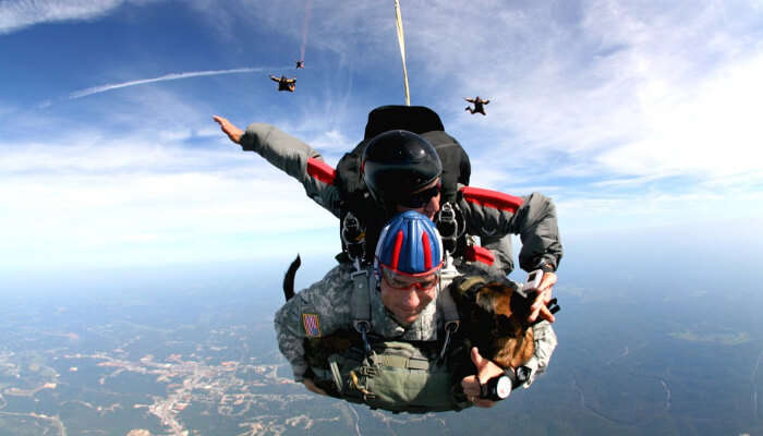 Skydiving of three persons